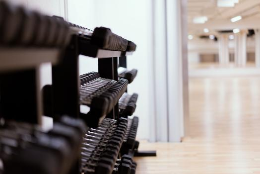 Dumbbells in the group exercise hall at UniSport Kluuvi.